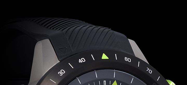 超軽量チタン製ケースと高性能シリコン製ストラップが、スタイルと快適性を両立。