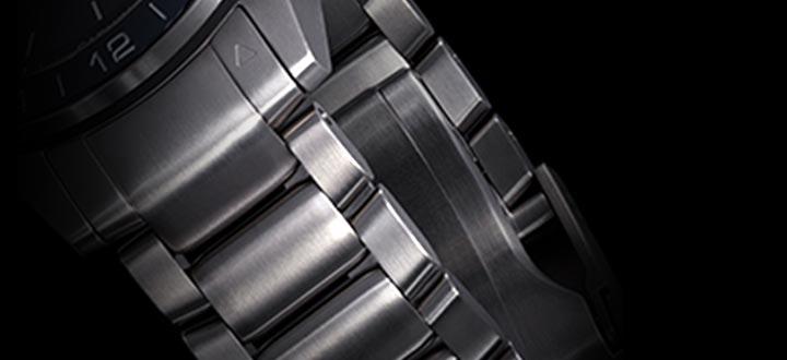 美しい輝きを誇る流線型のブレスレットは動きの激しい環境でもぴったりとフィットします。