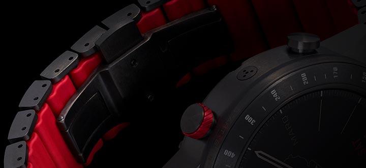 シリコンパーツ付きチタン製ハイブリッドブレスレットにより、頑丈ながらも軽量化を実現し、まるで着けていないかのように、あなたの手首にしっかりフィットします。